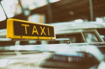 шашка такси на машине