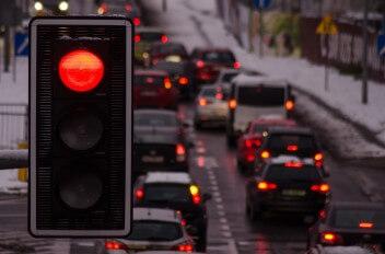 пробка красный светофор зима