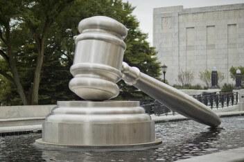 Суд молоток статуя фонтан