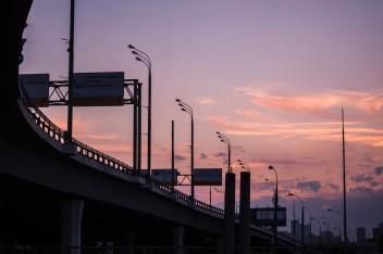 Автомобильная магистраль вечер закат
