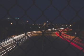 Ночь скорость авто дорога размытое решетка