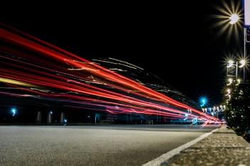 ночная трасса в динамике